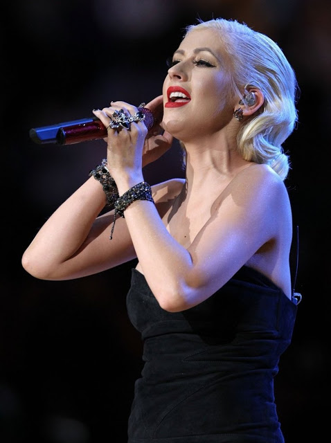 Christina-Aguilera-sings-the-National-Anthem-at-the-NBA-Finals5