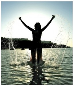woman-at-ocean-with-frame